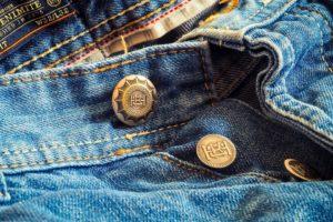 Come togliere il silicone dai jeans